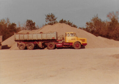 gros camion transport terre