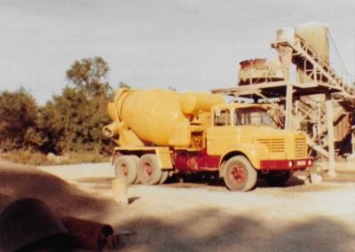 camion boule et centrale béton